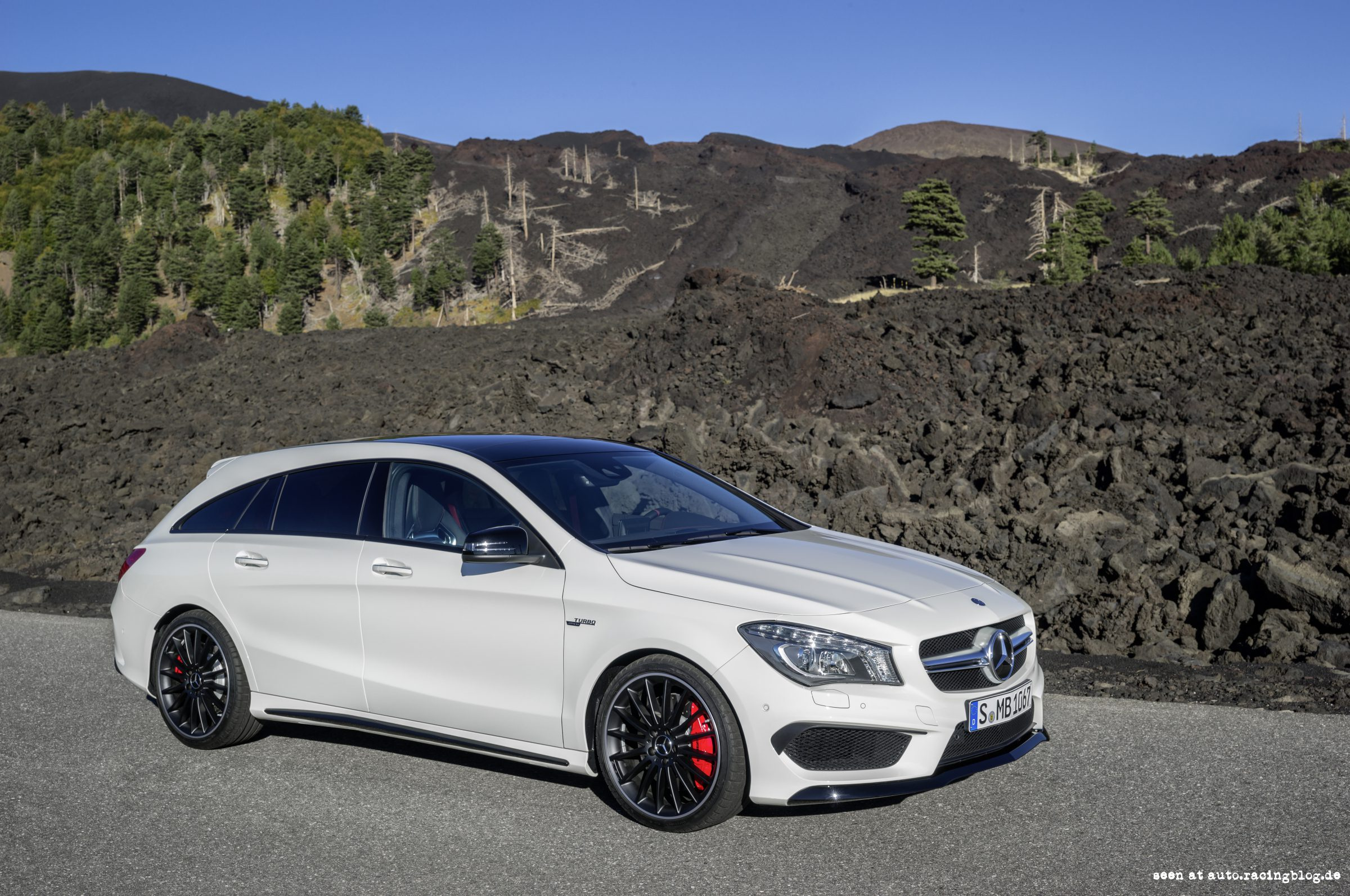 mercedes benz cla 45 amg shooting brake kombi mit 360 ps. Black Bedroom Furniture Sets. Home Design Ideas